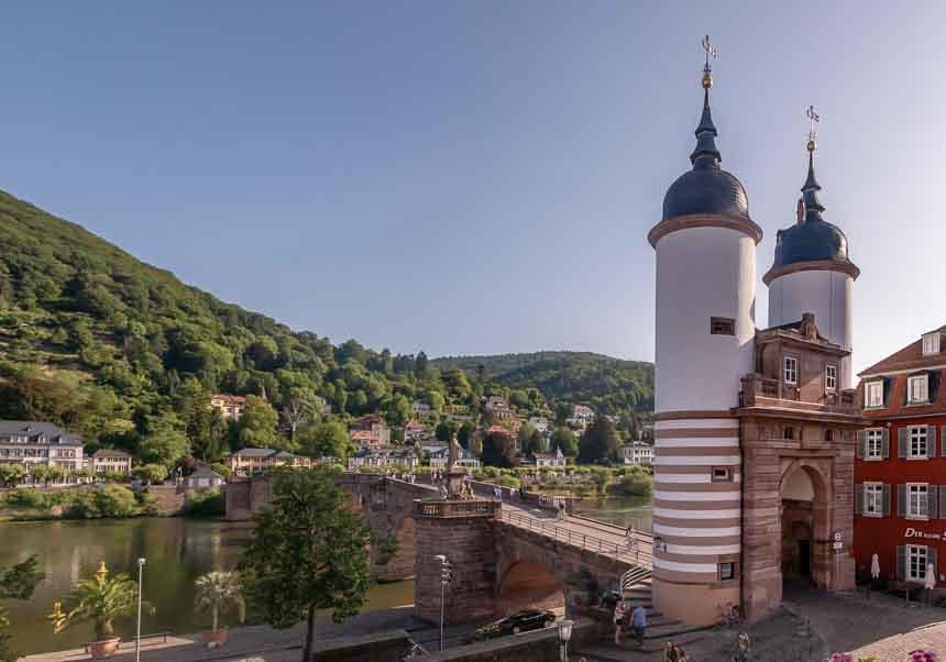 De Alte Brücke met zijn karakteristieke poort en torens