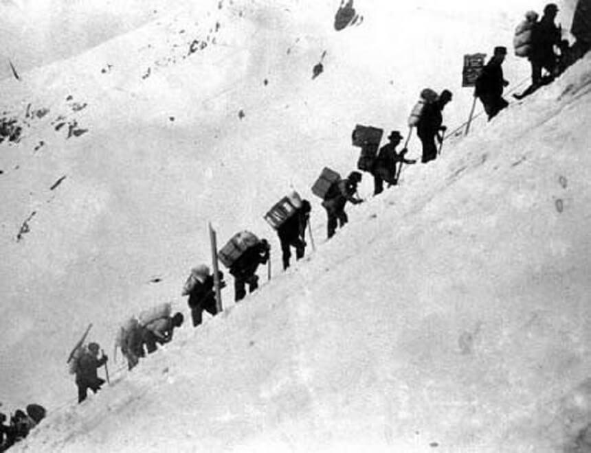 De barre tocht te voet over de bergen van de White Pass