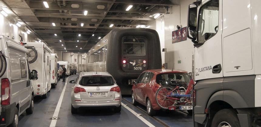 De trein op de boot: slow travel to the max.