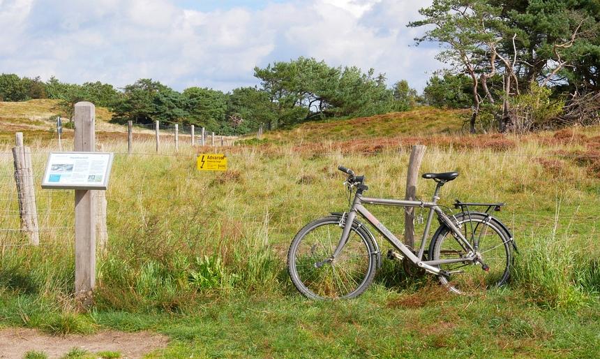 Lekker fietsen over de heide in Denemarken.