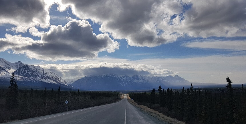 Haines Road richting Haines Junction
