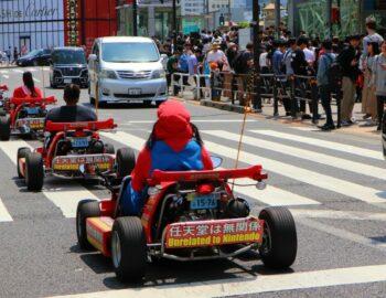 Karten door de straten van Tokyo – verkleed als Pikachu!