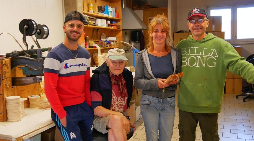 De familie Salvi maakt de houten banden voor de Mont d'Or kaas.