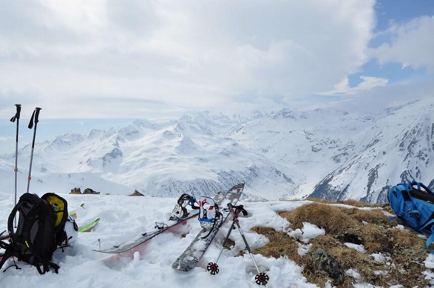 Prachtige vergezichten tijdens het skitouren en na het bereiken van de top