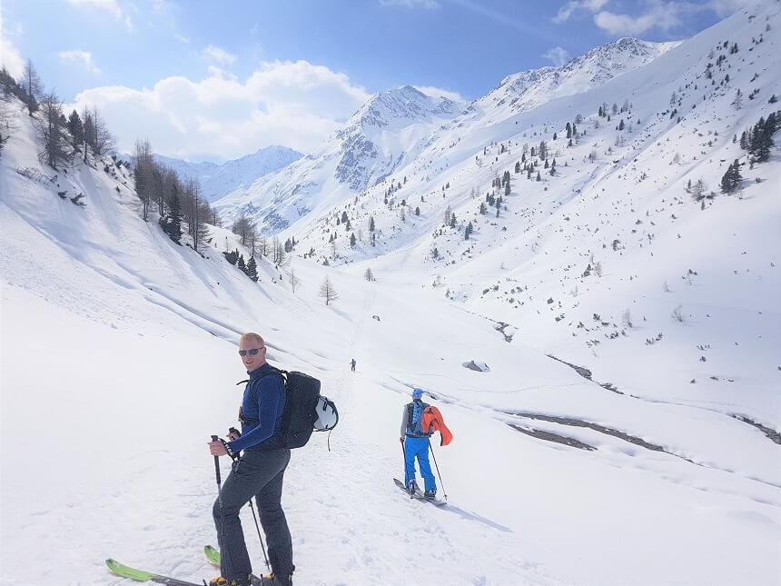 Skitouren - al lopend naar te top om vervolgens off piste naar het dal te skiën