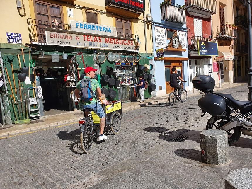 Met de bakfiets door het oude centrum van Valencia