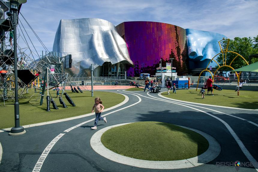 Een grote speeltuin bij het Museum of Pop Culture