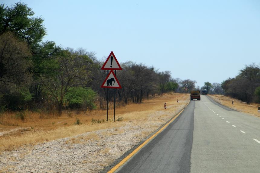 Rondreis Namibie: je bent blij als je een asfaltweg tegenkomt
