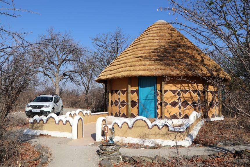 In Gweta slapen we in een huisje in traditionele stijl