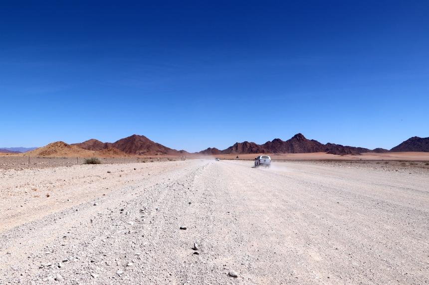 Vrijwel alle wegen in Namibie bestaan uit gravel