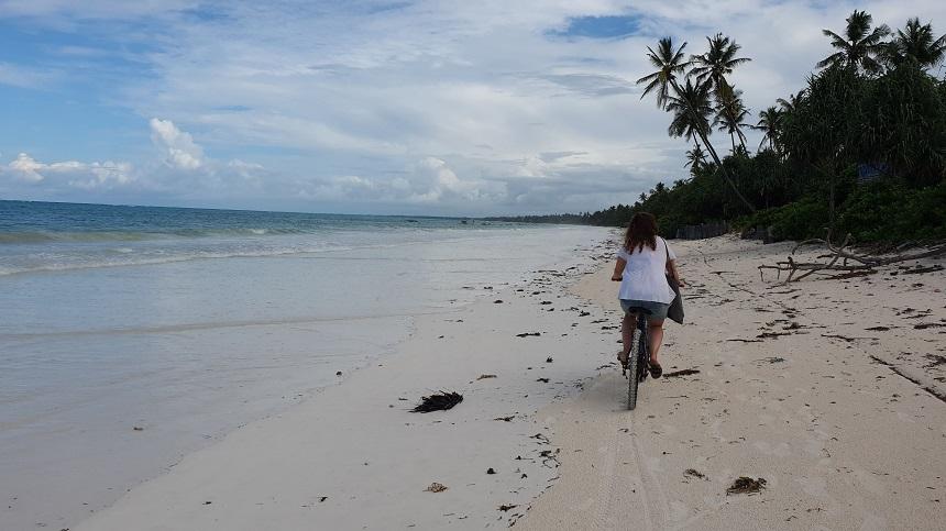 Fietsen over het Zanzibar strand