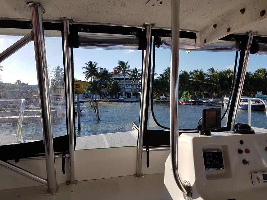 Aankomst Ambergris Caye met water taxi