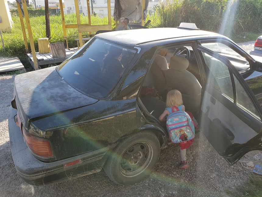 Taxi Belize met kinderen