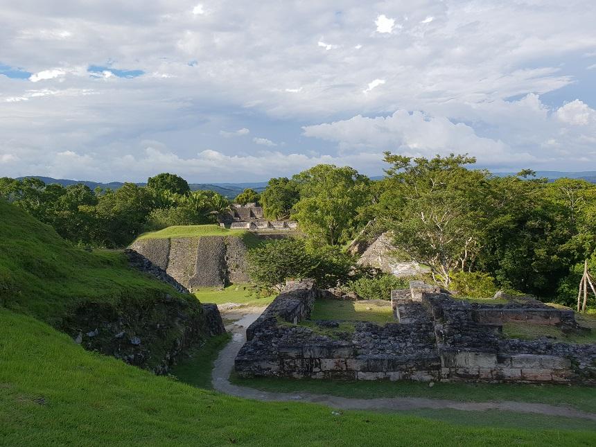 Tip: klim naar El Castillo (het kasteel) en geniet van het enorme uitzicht over de boomtoppen van Belize en Guatemala