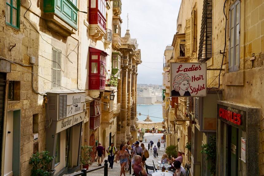 Tegen het vallen van de avond lijkt het soms net of je op Malta in een echt sepia-filter rondloopt