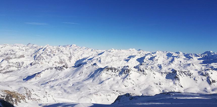 De besneeuwde bergen van Tignes