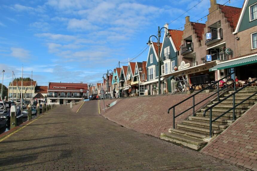 De Dijk is de bekendste straat van Volendam