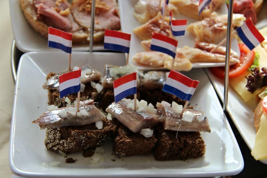 Niet te missen tijdens een dagje Volendam: verse vis
