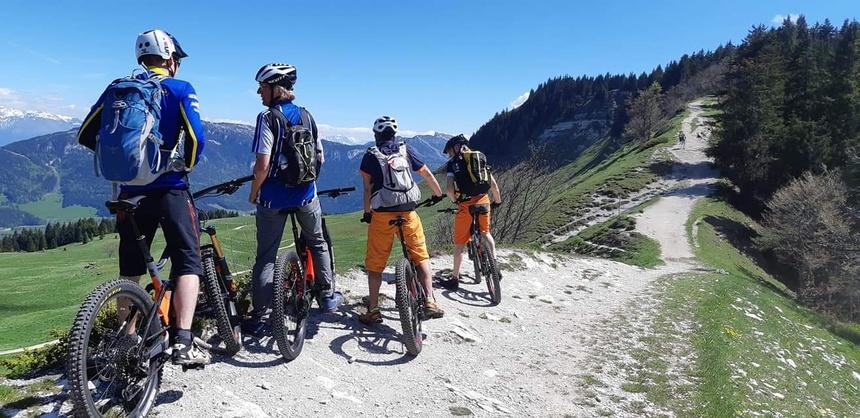 Duurzaam reizen: met de trein en dan op de mountainbike.