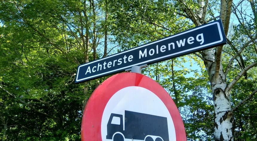 Veel straatnamen wijzen op de molengeschiedenis.