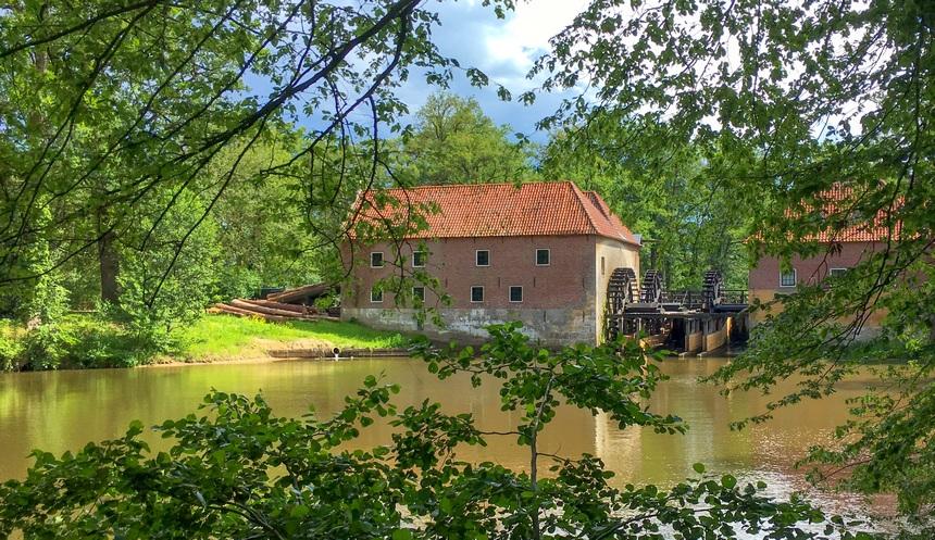 De houtzaagmolen van kasteel Singraven in Denekamp.