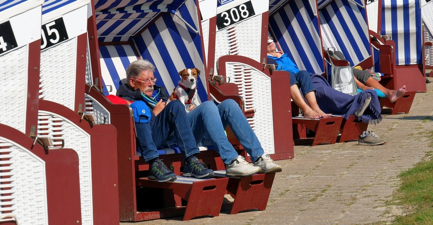 Onthaasten in een typisch Duitse strandkorf.