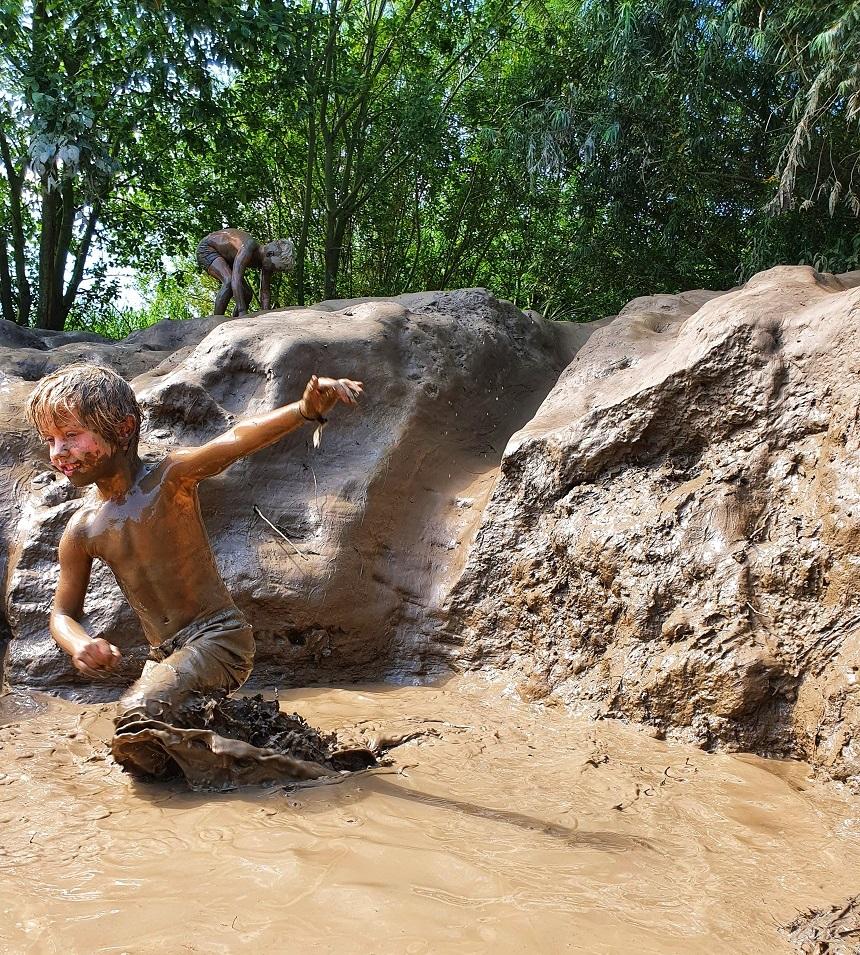 speelnatuur tiengemeten modderglijbaan