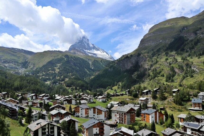 Zermatt is een typisch Zwitsers bergdorpje in het kanton Wallis