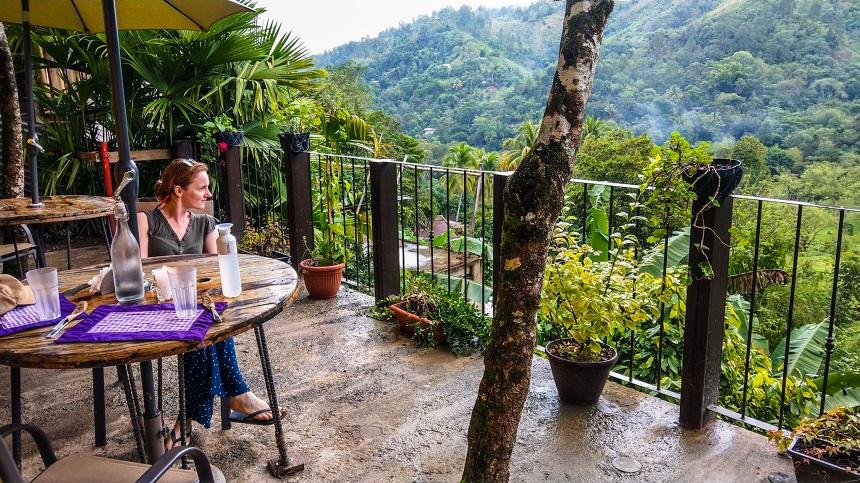 Uitzicht vanaf KALULA cafe Lanquin