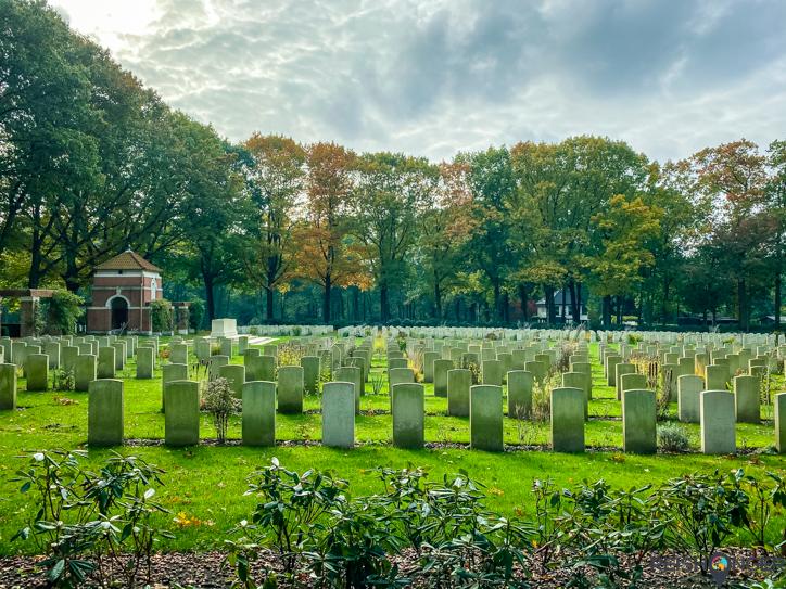 Klompenpad Rosandepad - terug in Oosterbeek ligt het indrukwekkende Arnhem Oosterbeek War Cemetery aan de route.