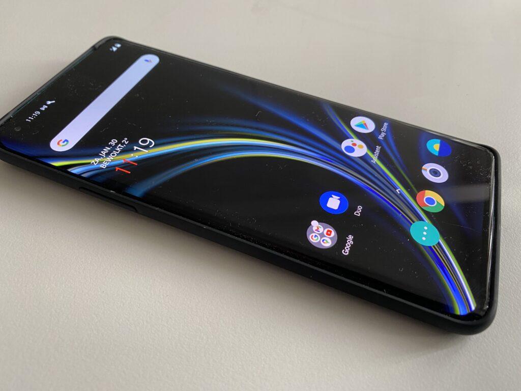 Strak design OnePlus 8 Pro