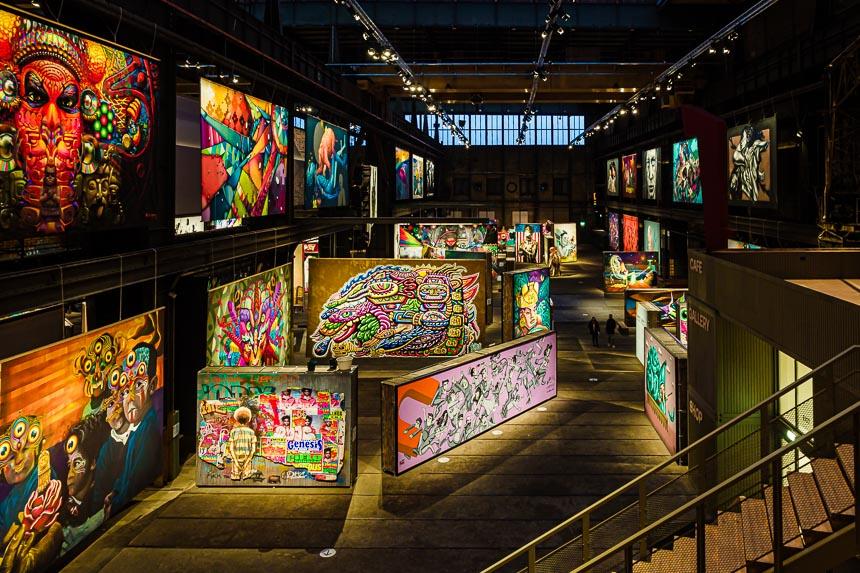 Overzicht van de hal van Straat Museum