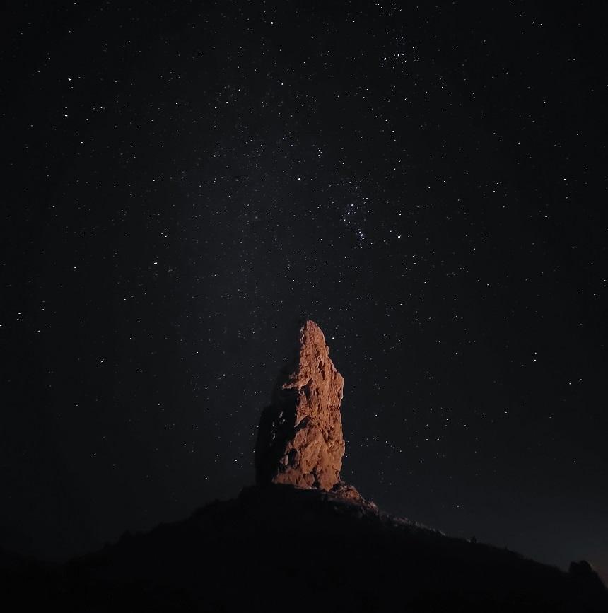 De Trona Pinnacles zijn een uniek geologisch kenmerk, bestaande uit meer dan 500 tufstenen torenspitsen, sommige wel 40 meter hoog