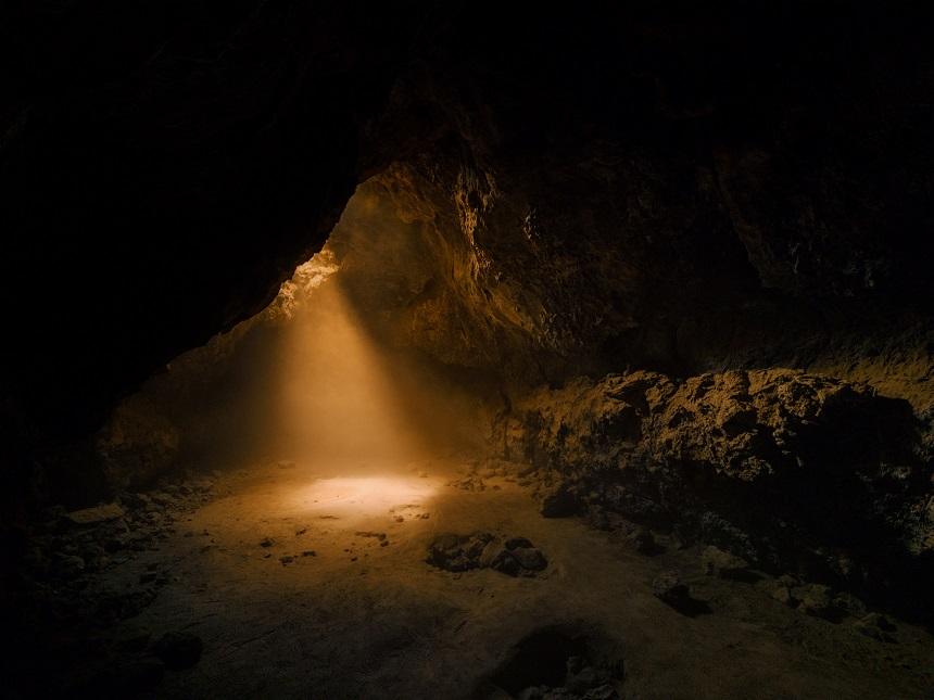 Lichtstralen Lava Tube Mojave