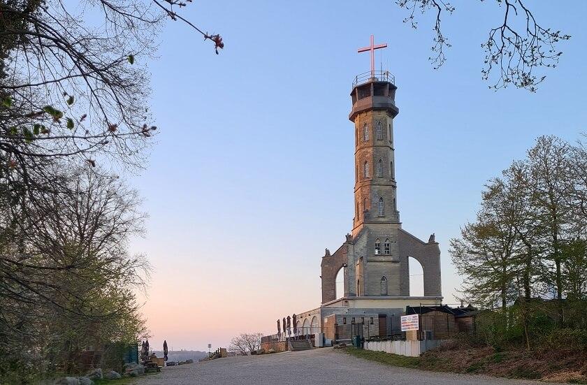 De Wilhelminatoren is de historische uitzichttoren in Valkenburg