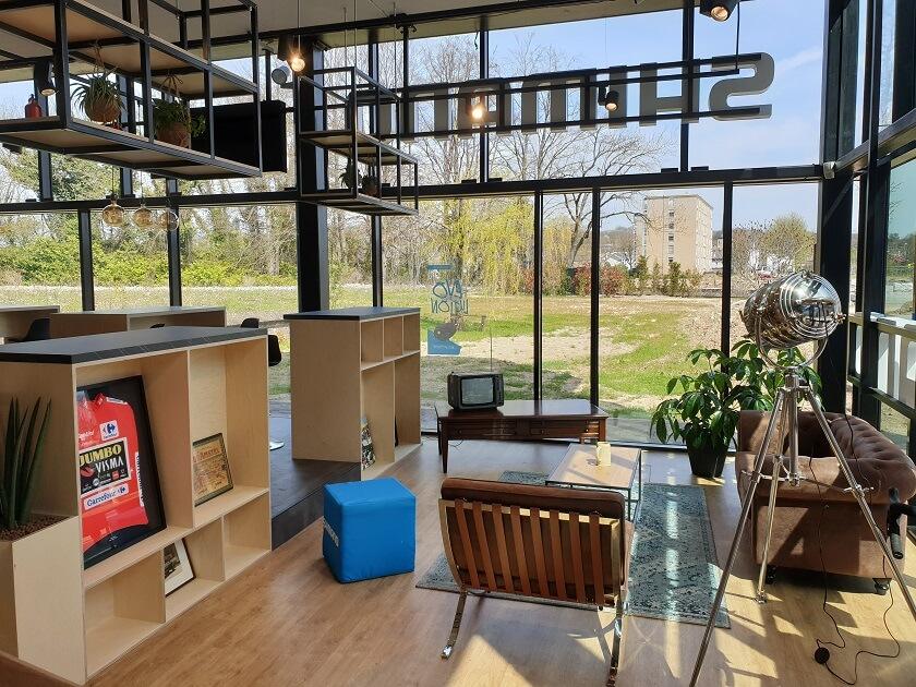 De gezellige huiskamer in het Shimano Experience Center