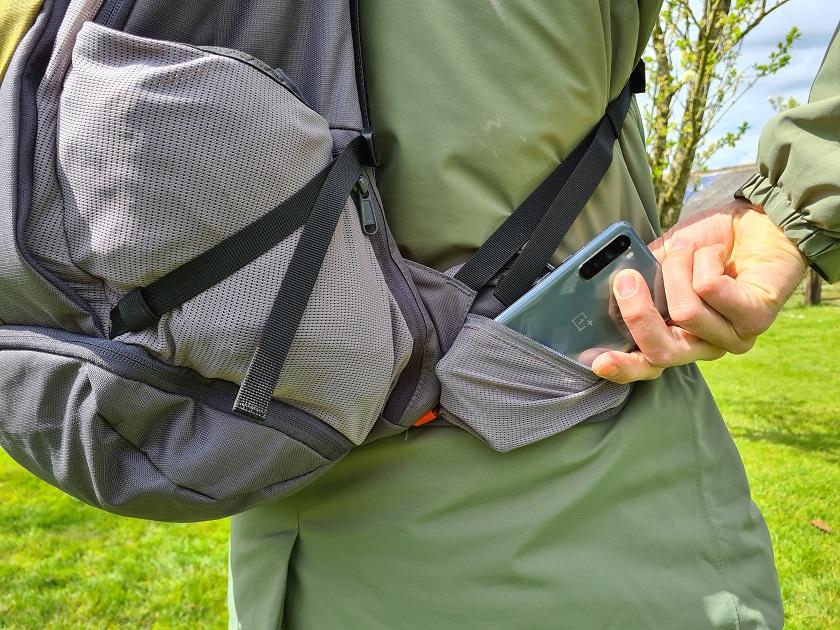 Gevoerde heupband met zakje voor je telefoon