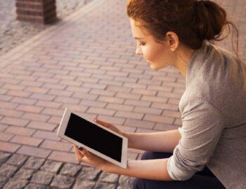 De perfecte accessoires voor het videobellen met een tablet