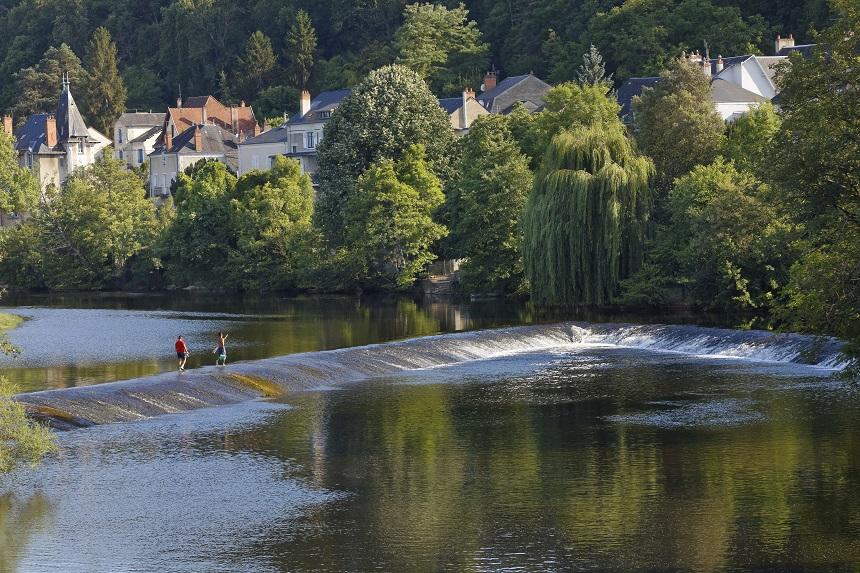La Creuse à Argenton-sur-Creuse. Deux pêcheurs.