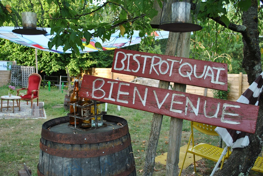 Le bar à terrines Bistrot'Quai, lieu de détente et de restauration sur les bords du Cher - A. Verger_CRT Centre-Val de Loire