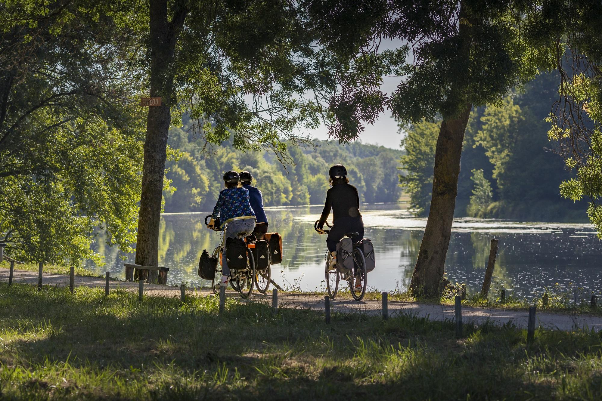 A vélo le long du Cher - D. Darrault - CRT Centre-Val de Loire