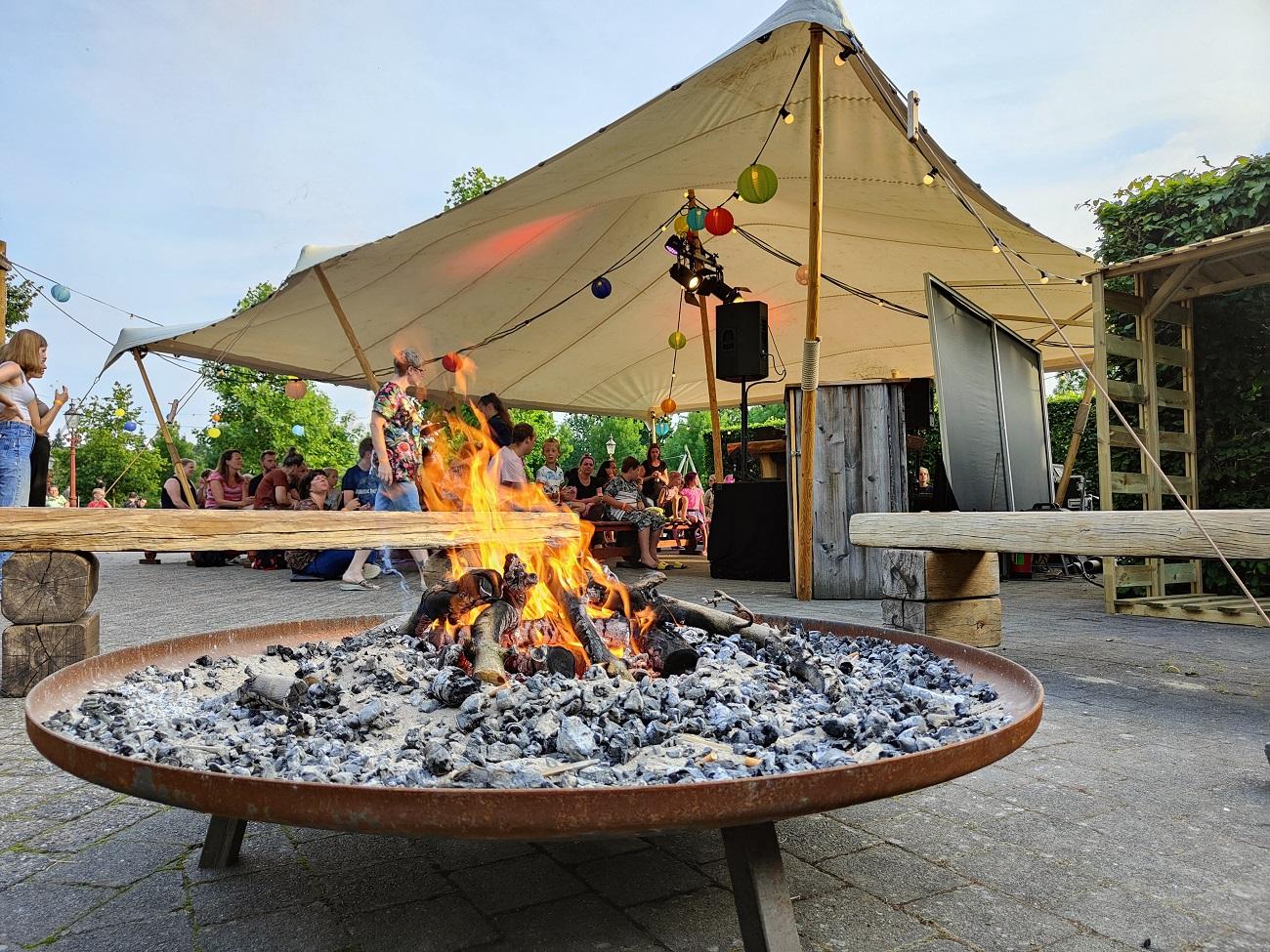 kampvuur in de Tovertuin bij de Toverland camping