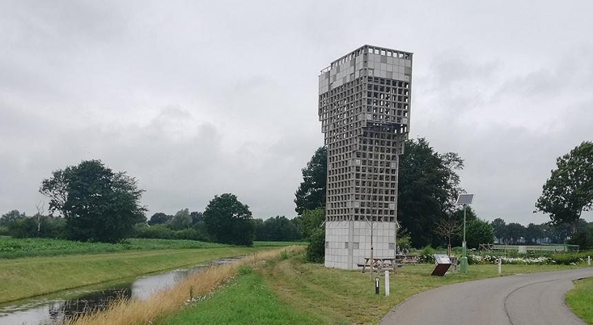Luchtwachttoren bij Schoonebeek aan de grens
