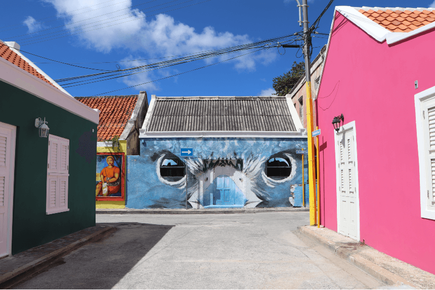 Street art kijken in de wijk Otrabanda (Willemstad) is een aanrader