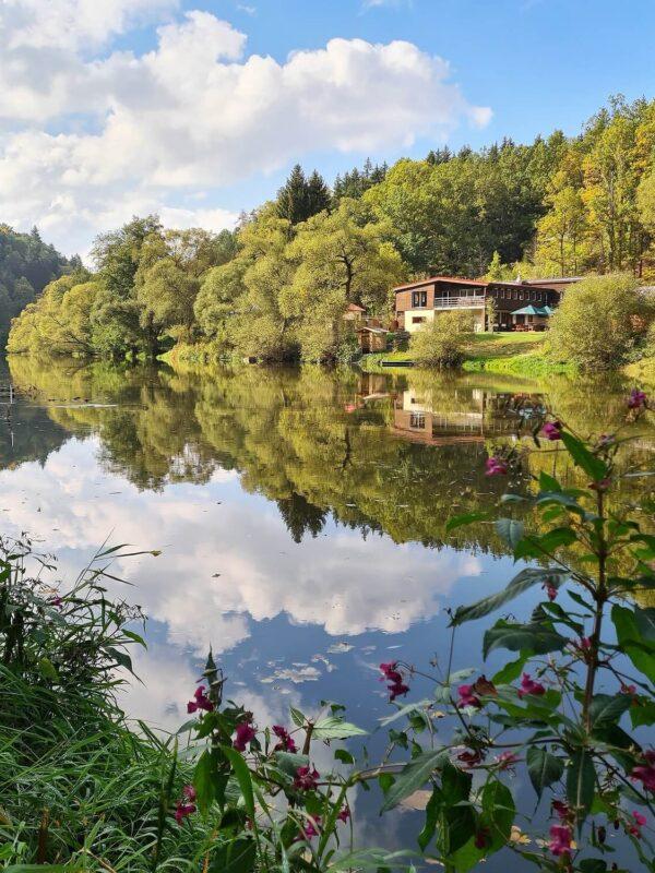 Schitterende ongerepte natuur langs de Lužnice rivier